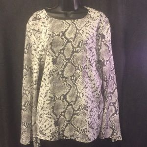 PrettyLittleThing Black/White Blouse With BackOut